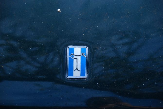 De Tomaso badge