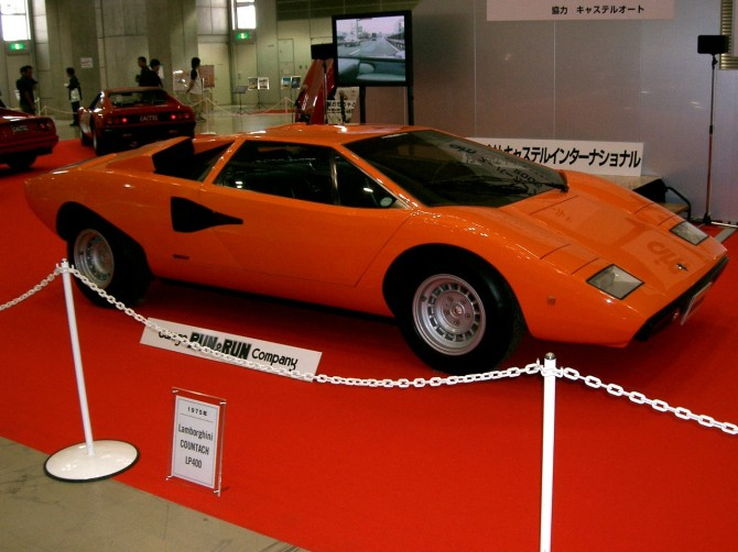 Lamborghini_Countach(front-side)_Wikipedia