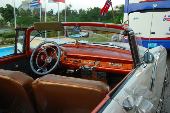 Cuba 1955 Ford Fairlane interior