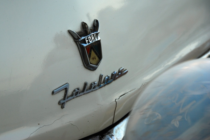 Cuba 1955 Ford Fairlane badge