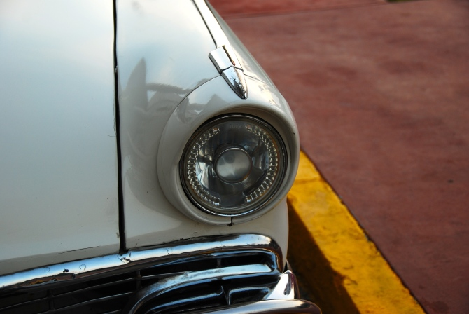 Cuba 1955 Ford Fairlane aftermarket headlight
