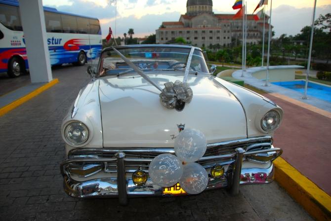 Cuba 1955 Ford Fairlane nose