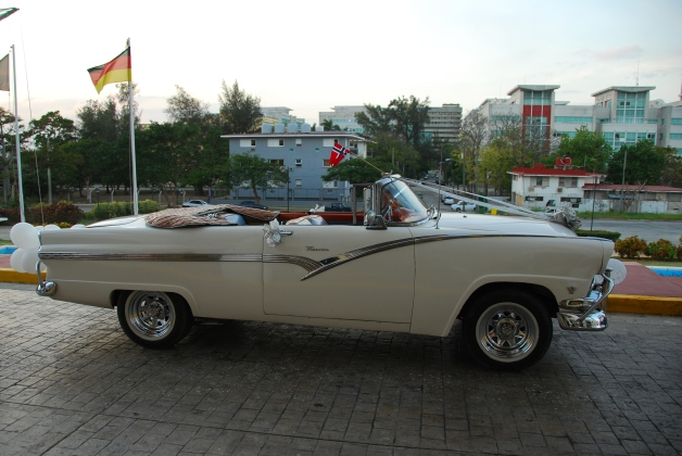 Cuban 1955 Ford Fairlane profile