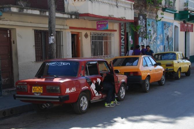 Line of Cuba cars